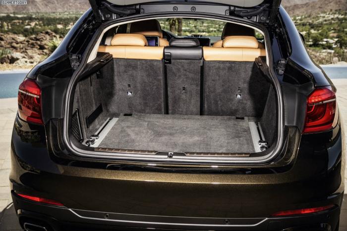 2014-BMW-X6-F16-Kofferraum-Rueckbank-umgeklappt-02