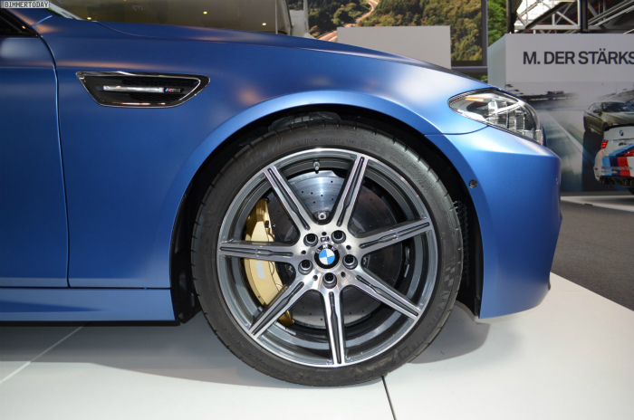 BMW-M5-F10-LCI-Competition-Paket-Frozen-Blue-N24h-2014-03
