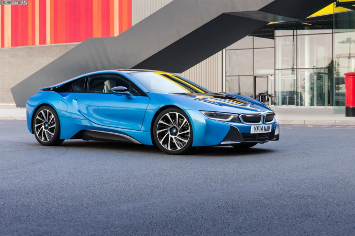 Wallpaper-BMW-i8-Protonic-Blue-UK-Plug-in-Hybrid-Sportwagen-06-1024x682