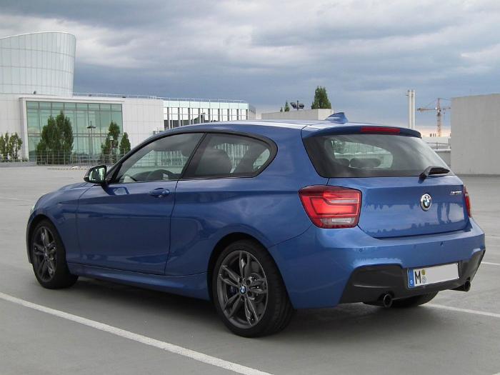 1024px-BMW_M135i-rear
