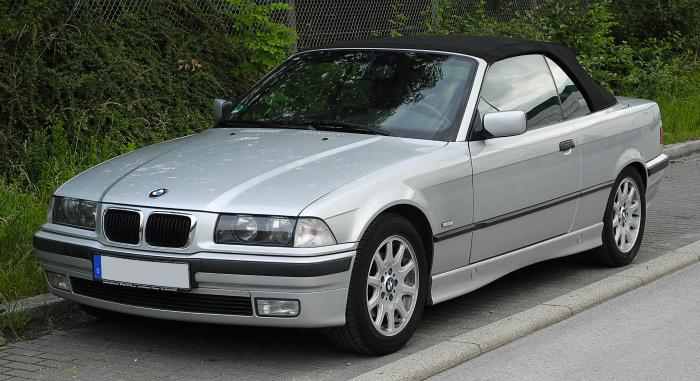 BMW_320i_Cabriolet_(E36_2C,_Facelift)_–_Frontansicht,_8._Juni_2011,_Wülfrath