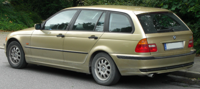 BMW_318i_touring_(E46)_rear