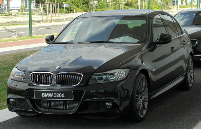 BMW_320d_Edition_Sport_(E90)_Facelift_front_20100724