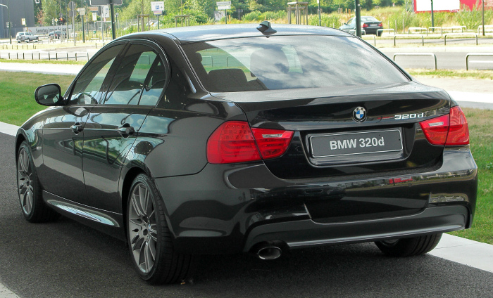 BMW_320d_Edition_Sport_(E90)_Facelift_rear_20100724