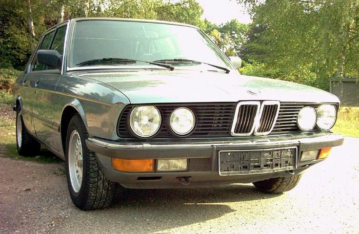 BMW_525i_E28_01