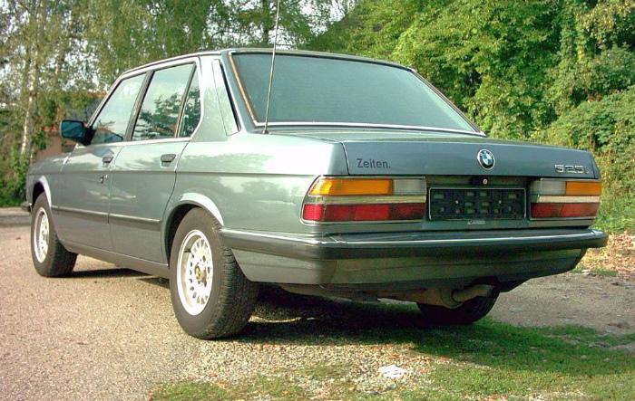 BMW_525i_E28_02