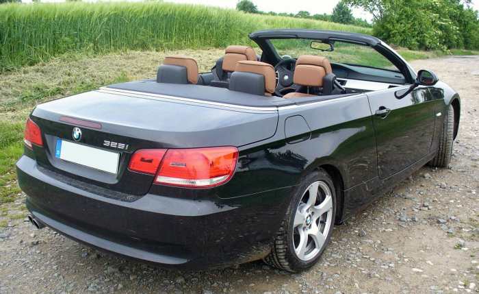BMW_E93_325i_Saphirschwarz_offen_Heck
