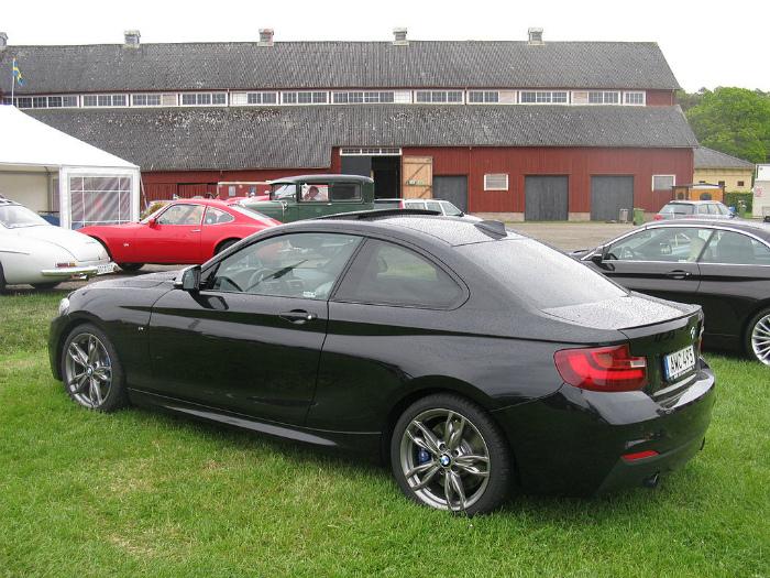 BMW_M235i_(15583372159)