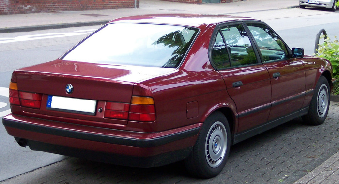 BMW_Series_5_Old_Model_red_hr