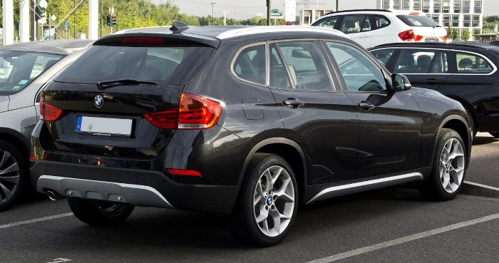 BMW_X1_(E84,_Facelift)_–_Heckansicht,_2._September_2012,_Düsseldorf