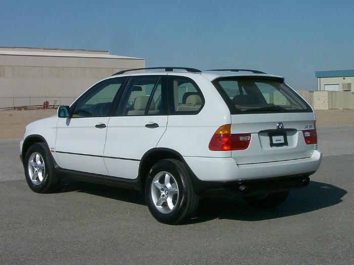 1024px-2003_BMW_X5_3.0i_--_NHTSA_02