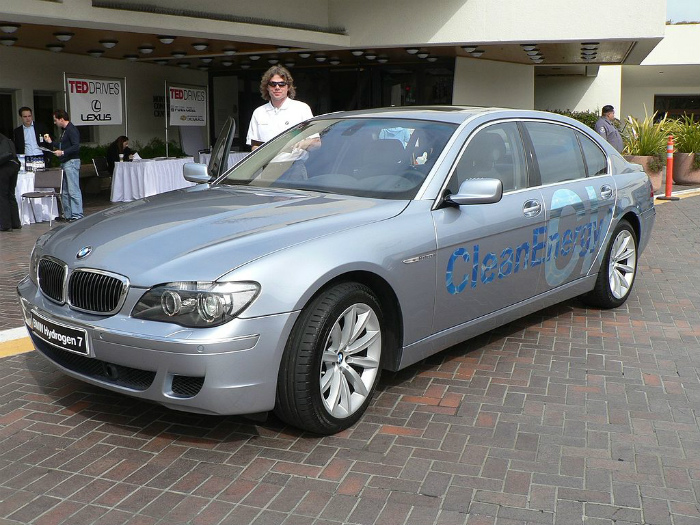 1024px-BMW_Hydrogen_7_at_TED_2007