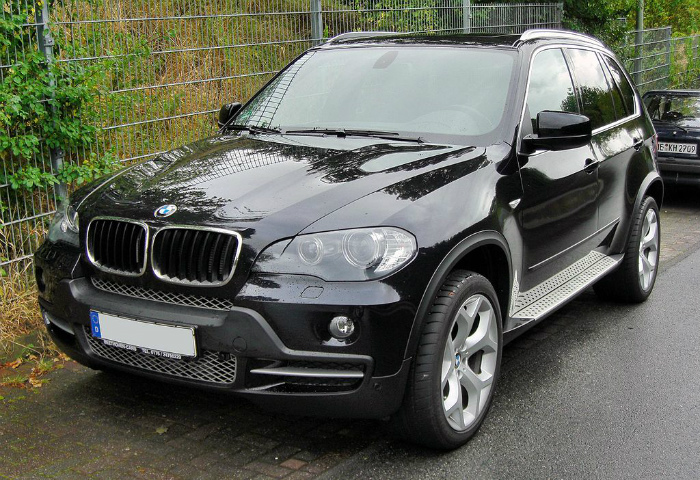 1024px-BMW_X5_II_20090913_front