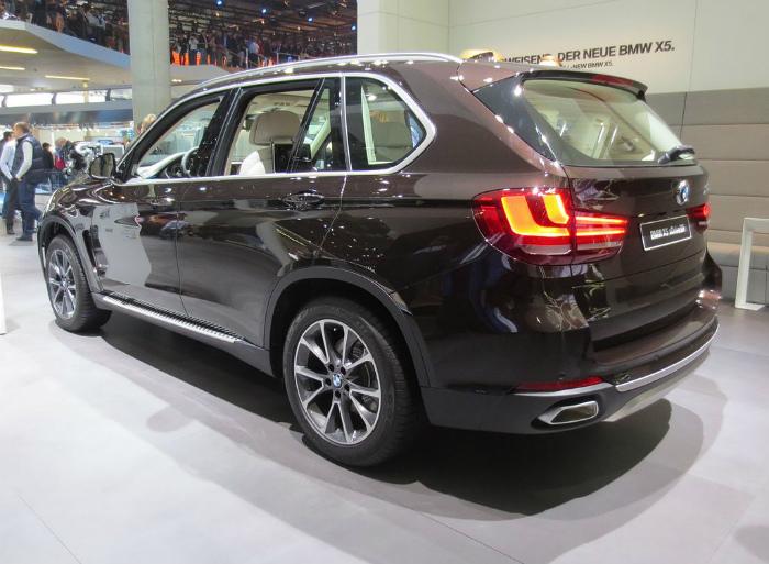 1024px-BMW_X5_xDrive50i_F15