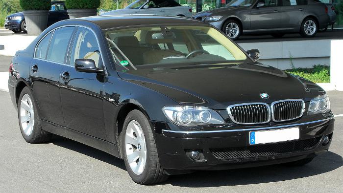 1280px-BMW_730d_(E65)_Facelift_front_20100718