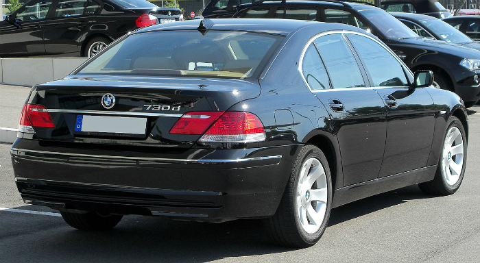 1280px-BMW_730d_(E65)_Facelift_rear_20100718