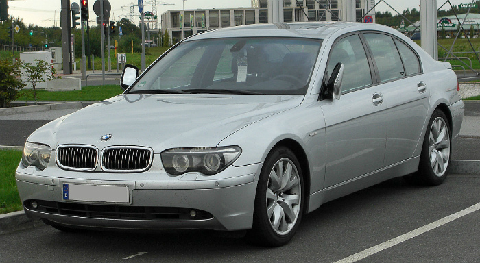 1280px-BMW_7er_(E65)_front_20100918