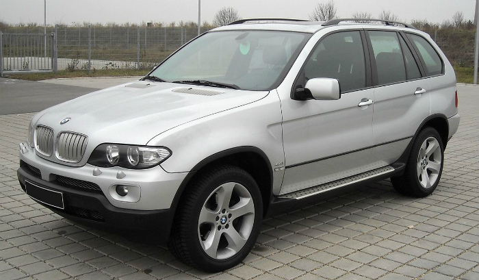 1280px-BMW_E53_front_20090104