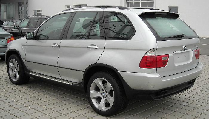 1280px-BMW_E53_rear_20090104