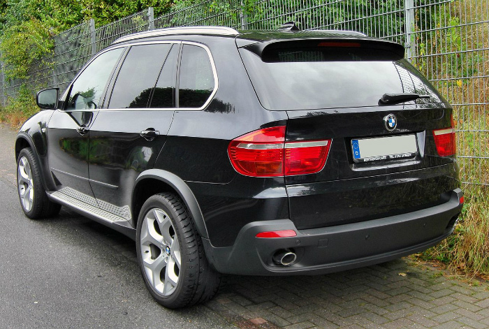 1280px-BMW_X5_II_20090913_rear