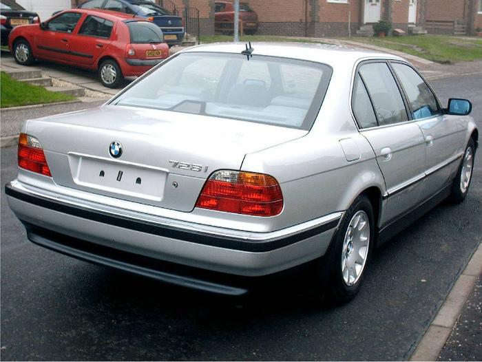 1999_BMW_e38_rear