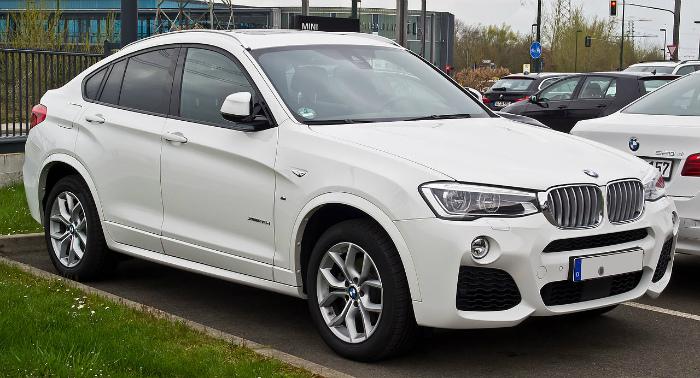 BMW_X4_xDrive35d_M-Sportpaket_(F26)_–_Frontansicht,_11._April_2015,_Düsseldorf