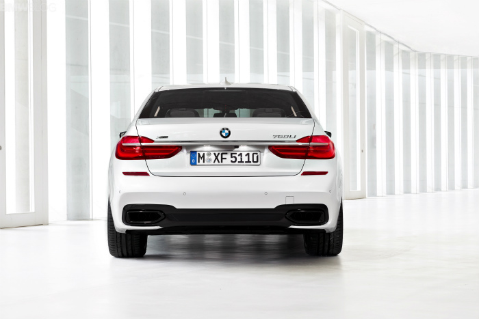 2016-bmw-7-series-M-Sport-Package-images-1900x1200-08