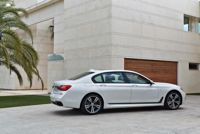 2016-bmw-7-series-M-Sport-Package-images-1900x1200-09