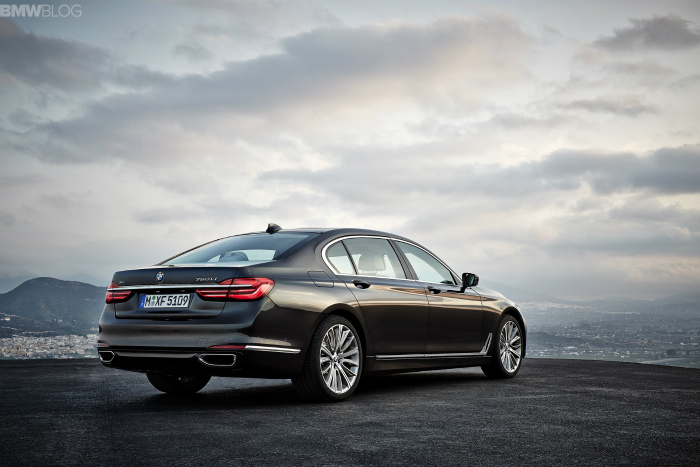 2016-bmw-7-series-exterior-images-1900x1200-17