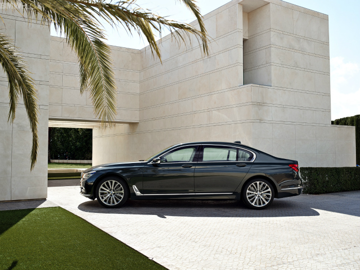 2016-bmw-7-series-exterior-images-1900x1200-25